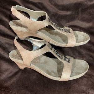 Anne Klein tan & gold heeled sandals 7.5